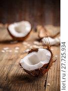 Купить «Close up of a coconut on a wooden background», фото № 27725934, снято 16 февраля 2019 г. (c) PantherMedia / Фотобанк Лори