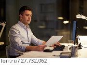 Купить «businessman with computer working at night office», фото № 27732062, снято 6 декабря 2017 г. (c) Syda Productions / Фотобанк Лори