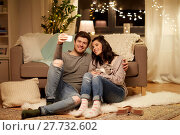 Купить «happy couple taking selfie by smartphone at home», фото № 27732602, снято 13 января 2018 г. (c) Syda Productions / Фотобанк Лори