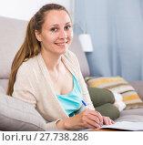 Купить «Woman studying productively», фото № 27738286, снято 21 марта 2017 г. (c) Яков Филимонов / Фотобанк Лори