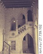 Купить «Gothic gallery and inner courtyard in palace», фото № 27739102, снято 23 апреля 2016 г. (c) Яков Филимонов / Фотобанк Лори
