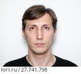 Портрет мужчины на белом фоне. Стоковое фото, фотограф Кекяляйнен Андрей / Фотобанк Лори