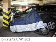 Купить «Мотоцикл под тентом в крытом паркинге, возле автомобиля», фото № 27741802, снято 1 октября 2017 г. (c) Кекяляйнен Андрей / Фотобанк Лори