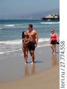 Купить «UK Pop Star Neon Hitch spotted canoodling with Millionaire Texas investment banker Jason Ziegler on the beach in Santa Monica, after rumors of them dating...», фото № 27774558, снято 12 августа 2016 г. (c) age Fotostock / Фотобанк Лори
