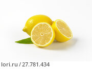 Купить «whole and halved lemons», фото № 27781434, снято 16 февраля 2019 г. (c) PantherMedia / Фотобанк Лори