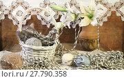 Купить «Little kitten playing with a ball of yarn in a basket», видеоролик № 27790358, снято 11 декабря 2015 г. (c) Алексей Кузнецов / Фотобанк Лори