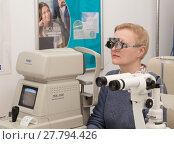 Купить «Woman visits an optometrist», фото № 27794426, снято 13 февраля 2018 г. (c) Юлия Бабкина / Фотобанк Лори