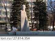 Купить «Город Уфа, Памятник Ш.А. Худайбердину», фото № 27814354, снято 14 февраля 2018 г. (c) Коротнев / Фотобанк Лори