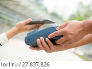 Купить «Worker accepting payment from customer through NFC», фото № 27837826, снято 23 июля 2018 г. (c) PantherMedia / Фотобанк Лори
