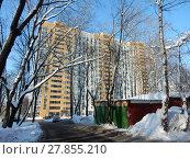 Купить «Восемнадцатиэтажный монолитный жилой дом. 5-я Парковая улица, 62б. Район Северное Измайлово. Город Москва», эксклюзивное фото № 27855210, снято 13 февраля 2018 г. (c) lana1501 / Фотобанк Лори