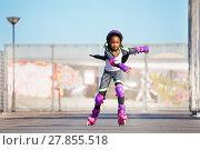Купить «African girl rollerblading fast at skate park», фото № 27855518, снято 14 октября 2017 г. (c) Сергей Новиков / Фотобанк Лори