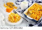 Купить «Mac and Cheese in baking dish and on plate», фото № 27855682, снято 6 февраля 2018 г. (c) Oksana Zh / Фотобанк Лори