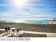 Купить «Не сезон Deserted beach  in Sochi when it`s not a season», фото № 27858650, снято 20 января 2018 г. (c) Baturina Yuliya / Фотобанк Лори