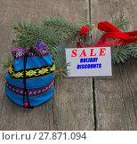 Купить «label with an inscription Sale, nearby a bag with gifts», фото № 27871094, снято 20 августа 2019 г. (c) PantherMedia / Фотобанк Лори
