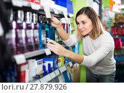 Купить «young girl customer looking for effective mouthwash in supermarket», фото № 27879926, снято 23 ноября 2016 г. (c) Яков Филимонов / Фотобанк Лори