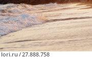Купить «Sunset scene of foamy sea waves rolling in on the shore», видеоролик № 27888758, снято 26 марта 2019 г. (c) Данил Руденко / Фотобанк Лори