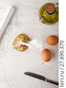 Купить «Raw egg  with herbs in the transparent bag», фото № 27890370, снято 17 июня 2019 г. (c) PantherMedia / Фотобанк Лори