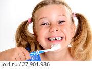 Купить «funny girl with space width and toothbrush», фото № 27901986, снято 15 декабря 2018 г. (c) PantherMedia / Фотобанк Лори