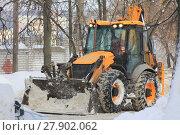 Купить «Clearing snow from the road with bulldozer», фото № 27902062, снято 8 февраля 2018 г. (c) Константин Шишкин / Фотобанк Лори