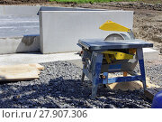 Купить «table saw with saw blade at a construction site», фото № 27907306, снято 19 июня 2019 г. (c) PantherMedia / Фотобанк Лори