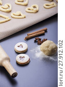 Купить «production of shortbread biscuits with a rolling pin», фото № 27912102, снято 20 апреля 2018 г. (c) PantherMedia / Фотобанк Лори