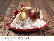 Купить «Chicken shish kebab with white rice», фото № 27913278, снято 23 февраля 2018 г. (c) PantherMedia / Фотобанк Лори