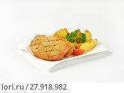 Купить «Grilled pork chops with potato wedges», фото № 27918982, снято 10 июля 2020 г. (c) PantherMedia / Фотобанк Лори
