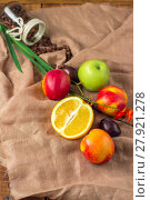 Купить «Still life on sackcloth background: apple, peaches, orance, plums», фото № 27921278, снято 20 октября 2018 г. (c) PantherMedia / Фотобанк Лори