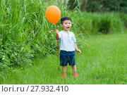 Купить «Thrilled little boy holding a flying ballon», фото № 27932410, снято 16 октября 2018 г. (c) PantherMedia / Фотобанк Лори