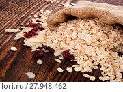 Купить «Oatmeal flakes on wooden table.», фото № 27948462, снято 25 февраля 2018 г. (c) PantherMedia / Фотобанк Лори