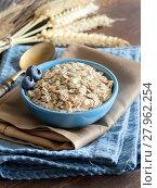 Купить «Rolled oats in a bowl», фото № 27962254, снято 24 марта 2018 г. (c) PantherMedia / Фотобанк Лори