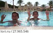 Купить «Children have fun in a swimming pool at summer time», видеоролик № 27965546, снято 7 декабря 2014 г. (c) Алексей Кузнецов / Фотобанк Лори