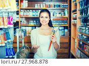 Купить «woman shopping art supplies», фото № 27968878, снято 23 января 2019 г. (c) Яков Филимонов / Фотобанк Лори
