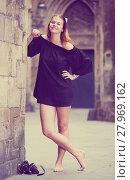 Купить «smiling young girl teenager walking barefoot», фото № 27969162, снято 15 августа 2018 г. (c) Яков Филимонов / Фотобанк Лори