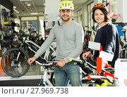 Купить «couple in helmet standing with cycle», фото № 27969738, снято 8 января 2018 г. (c) Яков Филимонов / Фотобанк Лори
