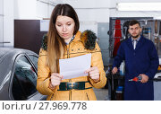 Купить «Woman client is dissatisfied of repair of her car in winter», фото № 27969778, снято 18 декабря 2017 г. (c) Яков Филимонов / Фотобанк Лори