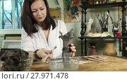 Купить «Dolly video shot of an artist woman sculpts from a clay the flower vase», видеоролик № 27971478, снято 18 декабря 2015 г. (c) Алексей Кузнецов / Фотобанк Лори