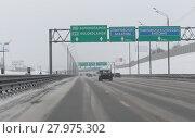 Купить «Трасса М9 зимой», эксклюзивное фото № 27975302, снято 17 февраля 2018 г. (c) Дмитрий Неумоин / Фотобанк Лори