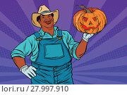 Купить «African American farmer with a Halloween pumpkin», фото № 27997910, снято 25 июня 2019 г. (c) PantherMedia / Фотобанк Лори