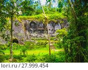 Купить «Gunung Kawi Temple and Candi in jungle at Bali», фото № 27999454, снято 24 февраля 2018 г. (c) PantherMedia / Фотобанк Лори