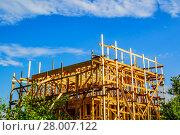 Купить «Строительство дачного жилого дома. Подмосковье.», фото № 28007122, снято 21 июля 2017 г. (c) Устенко Владимир Александрович / Фотобанк Лори