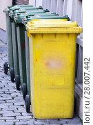 Купить «Row of garbage cans», фото № 28007442, снято 16 июня 2019 г. (c) PantherMedia / Фотобанк Лори