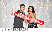 Купить «happy couple with red sale sign showing thumbs up», фото № 28013270, снято 15 декабря 2017 г. (c) Syda Productions / Фотобанк Лори