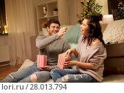 happy couple eating popcorn at home. Стоковое фото, фотограф Syda Productions / Фотобанк Лори