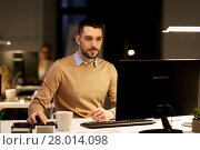 Купить «man with computer working late at night office», фото № 28014098, снято 26 ноября 2017 г. (c) Syda Productions / Фотобанк Лори