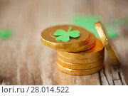 Купить «gold coins with shamrock on wooden table», фото № 28014522, снято 31 января 2018 г. (c) Syda Productions / Фотобанк Лори