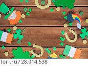 Купить «st patricks day decorations on wooden background», фото № 28014538, снято 31 января 2018 г. (c) Syda Productions / Фотобанк Лори