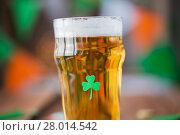 Купить «close up of glass of draft beer with shamrock», фото № 28014542, снято 31 января 2018 г. (c) Syda Productions / Фотобанк Лори