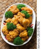 Купить «american chinese takeout general tso chicken», фото № 28018782, снято 21 сентября 2019 г. (c) PantherMedia / Фотобанк Лори