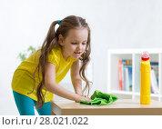 Купить «Little girl cleaning in living room», фото № 28021022, снято 26 июня 2019 г. (c) Оксана Кузьмина / Фотобанк Лори